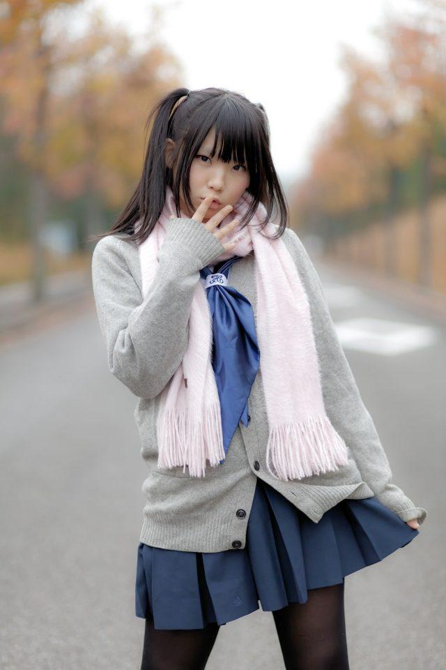 えなこ パンチラしそうなミニスカがエロい セーラー服のコスプレ画像