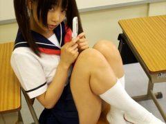 【画像】コスプレイヤー松永亜矢香 『さよなら絶望先生』エッチなメールを打ってそうなの音無芽留のセーラー服コスプレまとめ