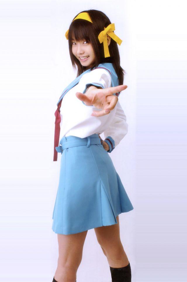 松永亜矢香 部室で寛ぐ涼宮ハルヒのパンツが見えそうな制服コスプレ画像