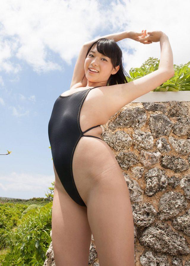山中知恵 ハイレグ競泳水着で過激ポーズ連発のエロい画像