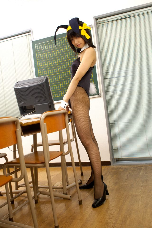 松永亜矢香 ハイレグが股間に食い込む涼宮ハルヒのバニーガールがエロいコスプレ画像