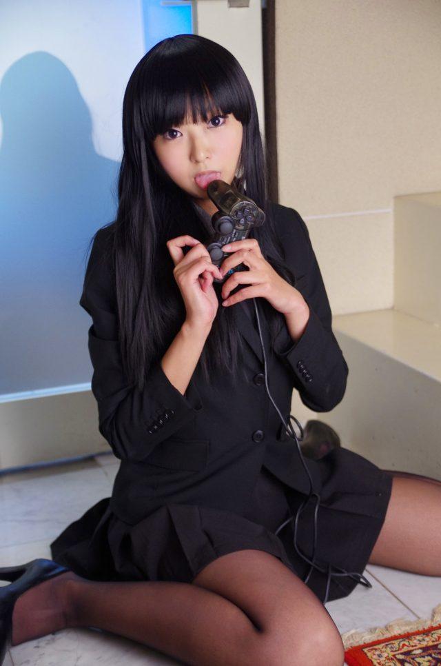コスプレイヤー猫子(ねここ) ブレザー制服にノーパンでストッキング直穿きエロい画像