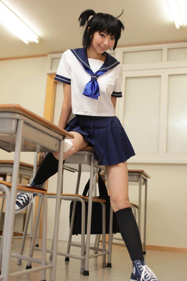 コスプレイヤー猫子(ねここ) 『ブラック★ロックシューター』黒衣マトの制服コスプレでパンチラがエロい画像