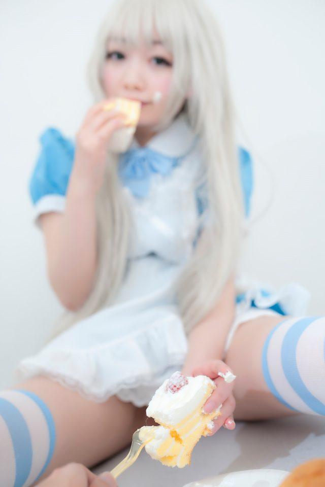 コスプレイヤーしずく パイパンのマンコが見えちゃうニャル子のコスプレがエロい画像