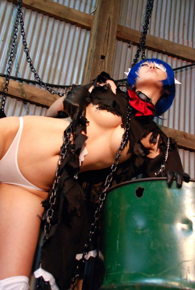 コスプレイヤー キバしい 下乳が露出した『一騎当千』呂蒙コスプレのエロ画像