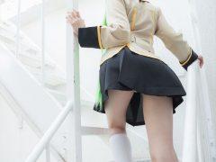 【画像】セクシー女優 葵 『コードギアス』C.C.の制服コスプレでパンチラや下着姿がエロいまとめ