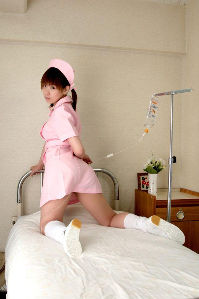 コスプレイヤー 橘みなみ 『夜勤病棟』 児玉ひかる ミニスカのナース服がエロいコスプレ画像