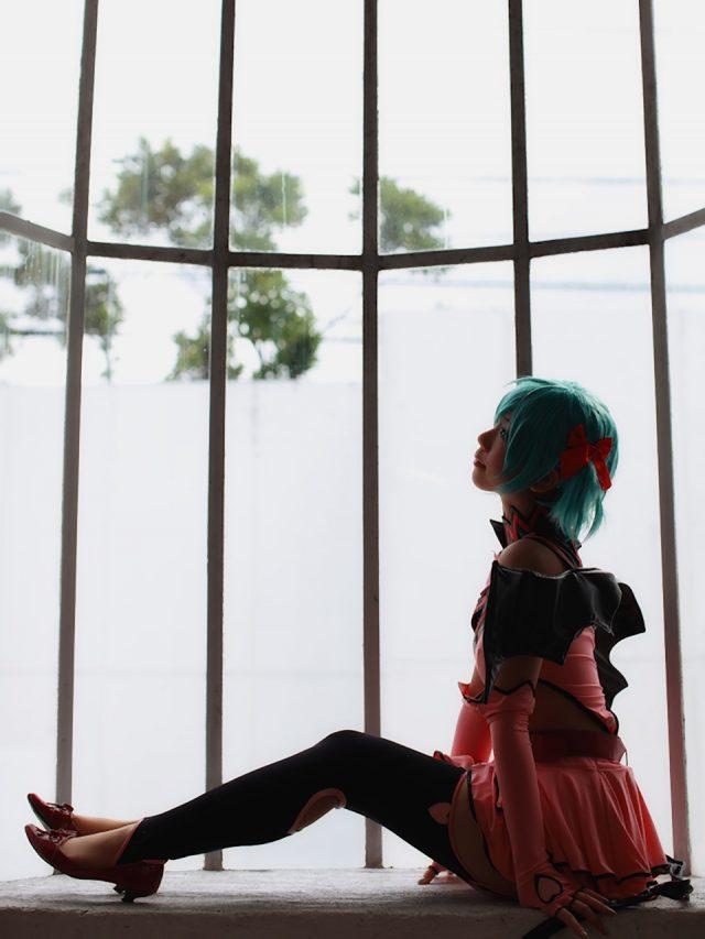 コスプレイヤー 香坂ゆん ミニスカにムチムチな太ももとニーハイがエロい 初音ミク ハートハンターのコスプレ画像