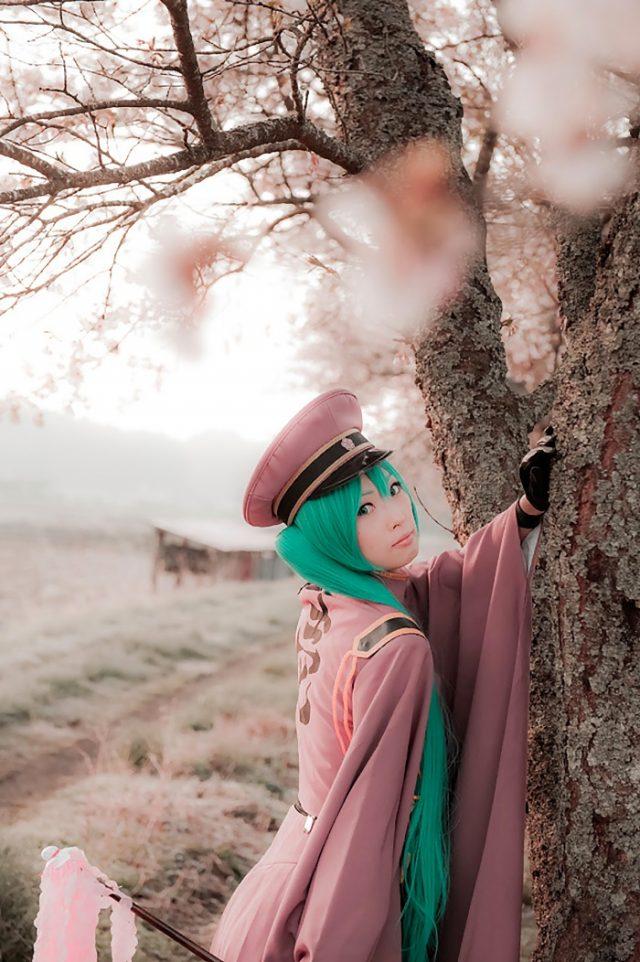 コスプレイヤー アゲハ ミニスカからハミ出した下尻や絶対領域がエロい 『初音ミク』 千本桜の衣装コスプレ画像