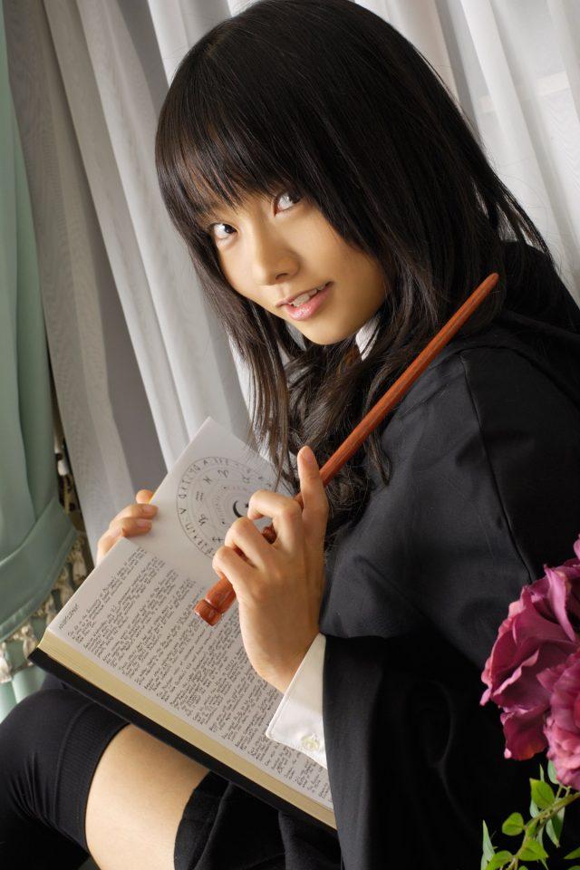 コスプレイヤー 松永亜矢香 絶対領域から見える太ももがエロい 『ゼロの使い魔』 ルイズのコスプレ画像