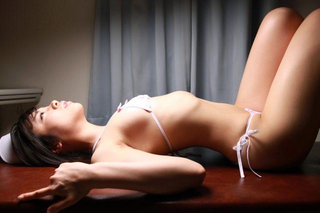 セクシー女優 伊東遥 食い込みパンチラやマンスジがエロい ドスケベなナースのコスプレ画像