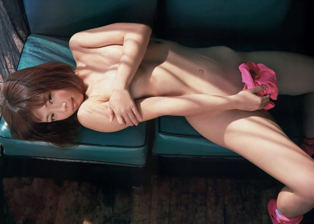 セクシー女優 紗倉まな 尻に浮かぶパン線や胸ポチがエロい スポーツウェアのコスプレ画像