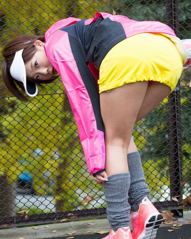 セクシー女優 紗倉まな スポーツウェアのコスプレ 画像
