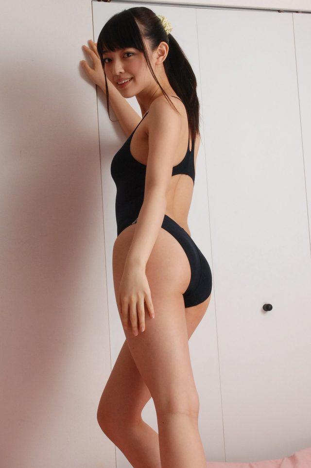 グラドル 安藤遥 ハイレグの水着が食い込んだ股間がエロい 競泳水着のコスプレ画像