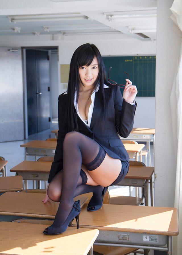 小倉奈々 女教師コスプレ 画像