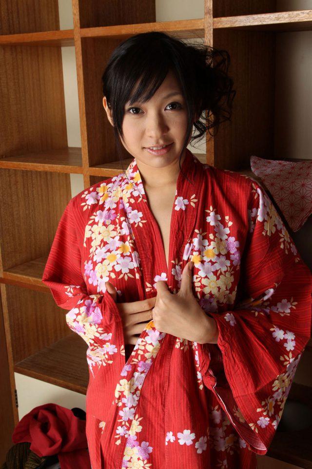 セクシー女優 小倉奈々 丸出しになる乳首やマン毛がエロい 着物・浴衣のコスプレ画像
