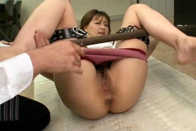 セクシー女優 周防ゆきこ ブルマのコスプレで拘束セックスがエロい画像
