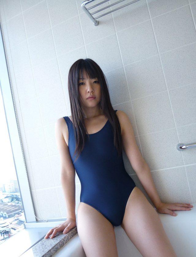 セクシー女優 つぼみ 水着の食い込みや丸出しの乳首がエロい スクール水着のコスプレ画像