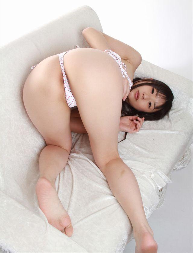 セクシー女優 つぼみ マイクロビキニのコスプレ 画像