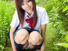 【画像】セクシー女優 瑠川リナ JK制服コスプレでパンチラや丸出しになる乳首とマン毛がエロいまとめ
