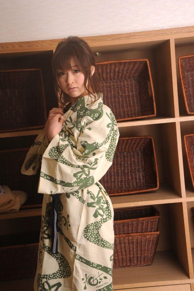 セクシー女優 周防ゆきこ 和服のコスプレ 画像