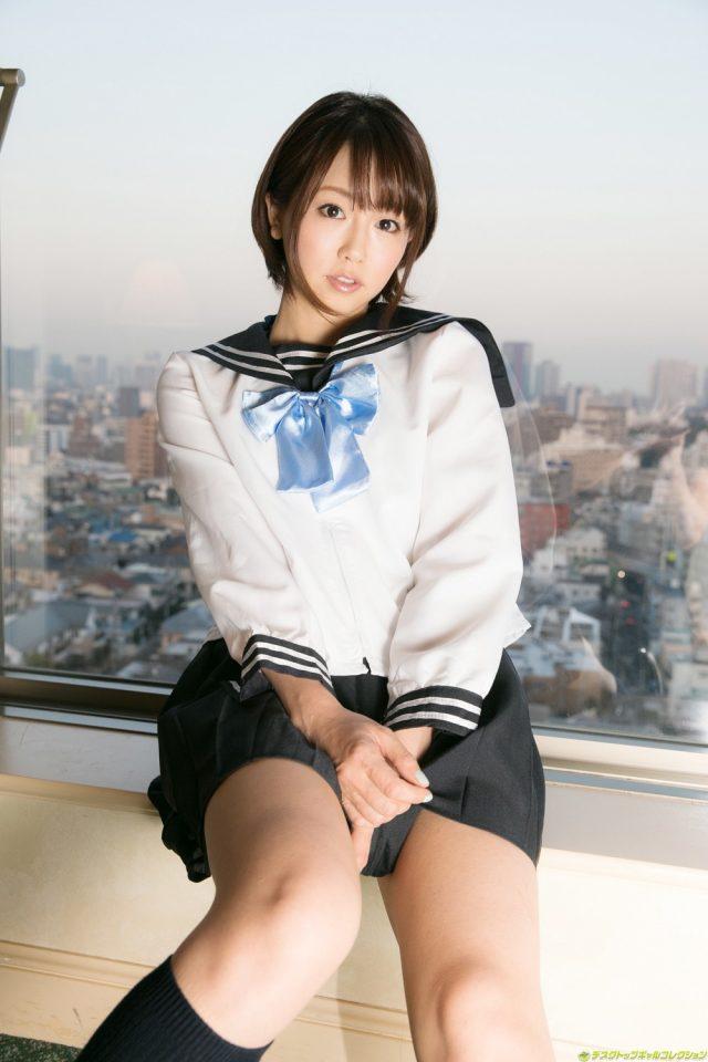 セクシー女優 二宮沙樹 JK制服のコスプレで食い込みパンチラやハミ出したマン毛がエロい画像