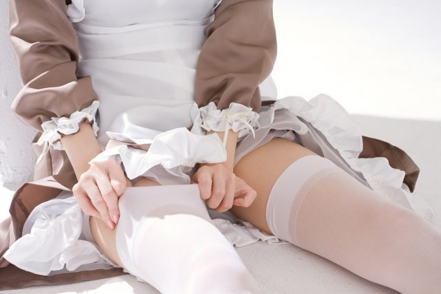 セクシー女優 きこうでんみさ メイドのコスプレで食い込みパンチラや丸出しの乳首がエロい画像