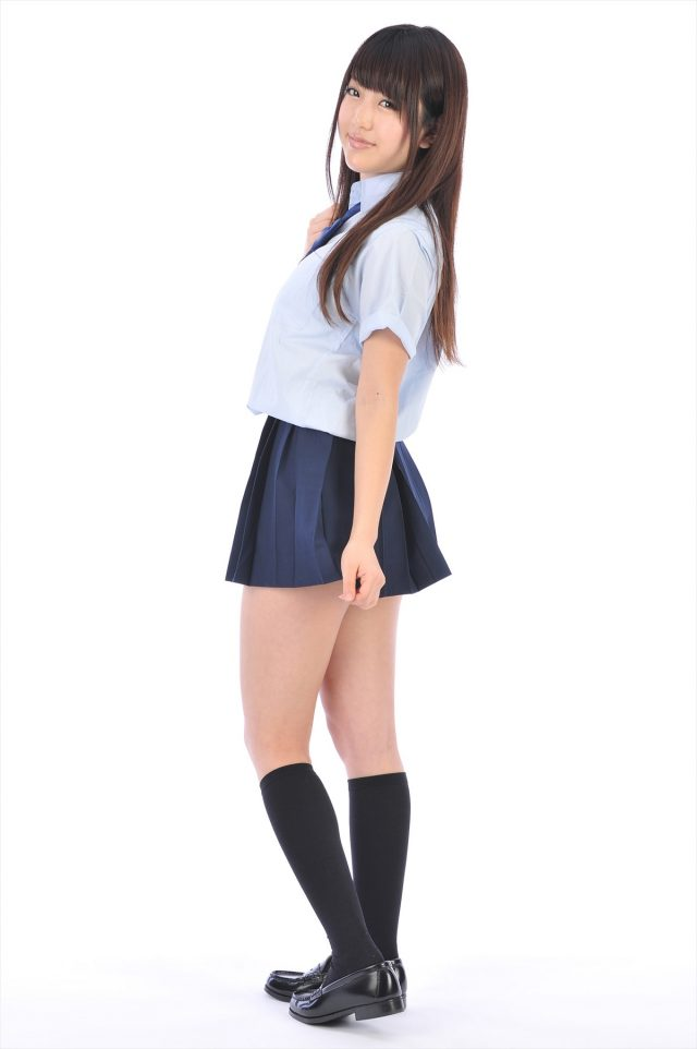 グラドル 白石みずほ 女子高生の制服コスプレで四つん這いの食い込みパンチラや下着姿がエロい画像