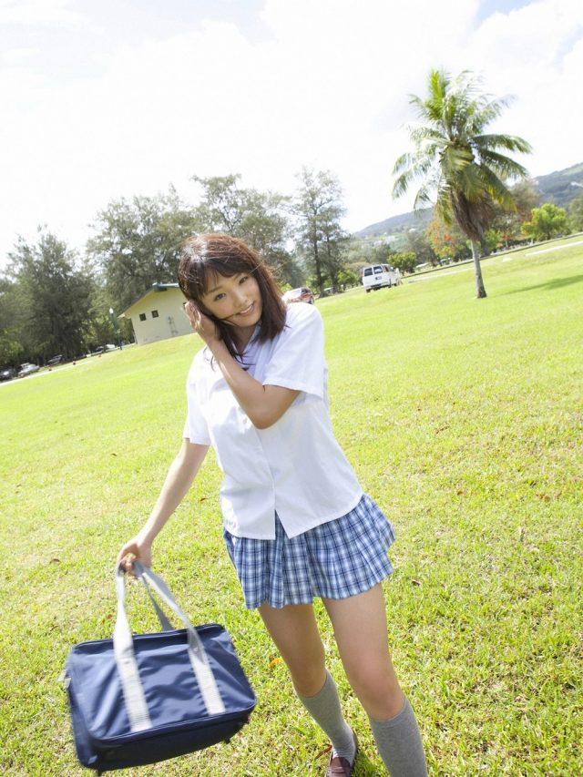 篠崎愛 JK制服(夏服)のコスプレ画像