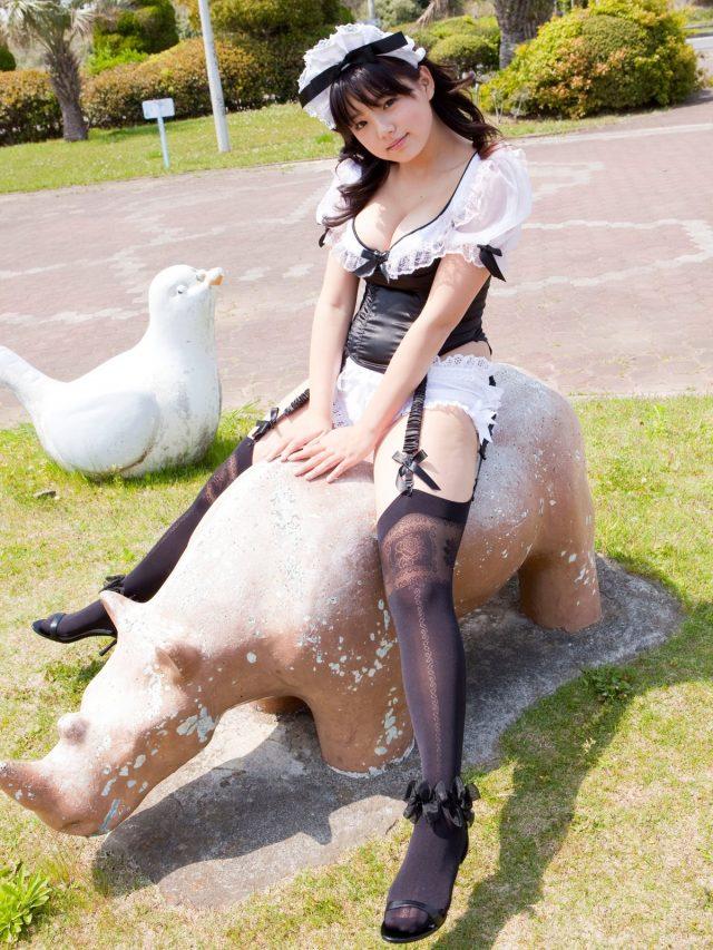 篠崎愛 メイドのコスプレ画像