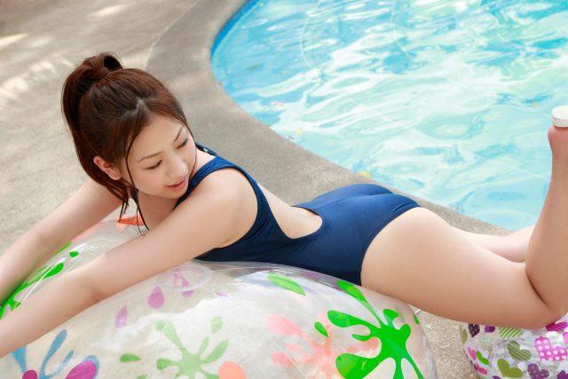 佐山彩香 スク水のコスプレ画像