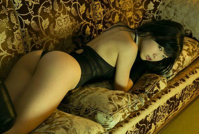 佐々木心音 ボンテージ衣装のコスプレ画像
