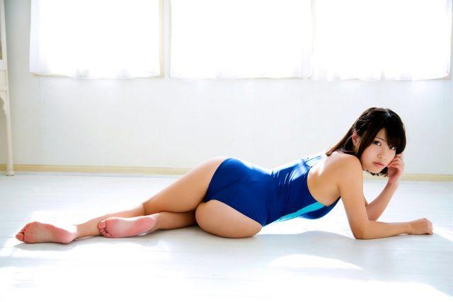 岸明日香 競泳水着のコスプレ画像