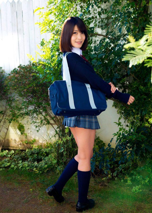 岸明日香 JK制服のコスプレ画像