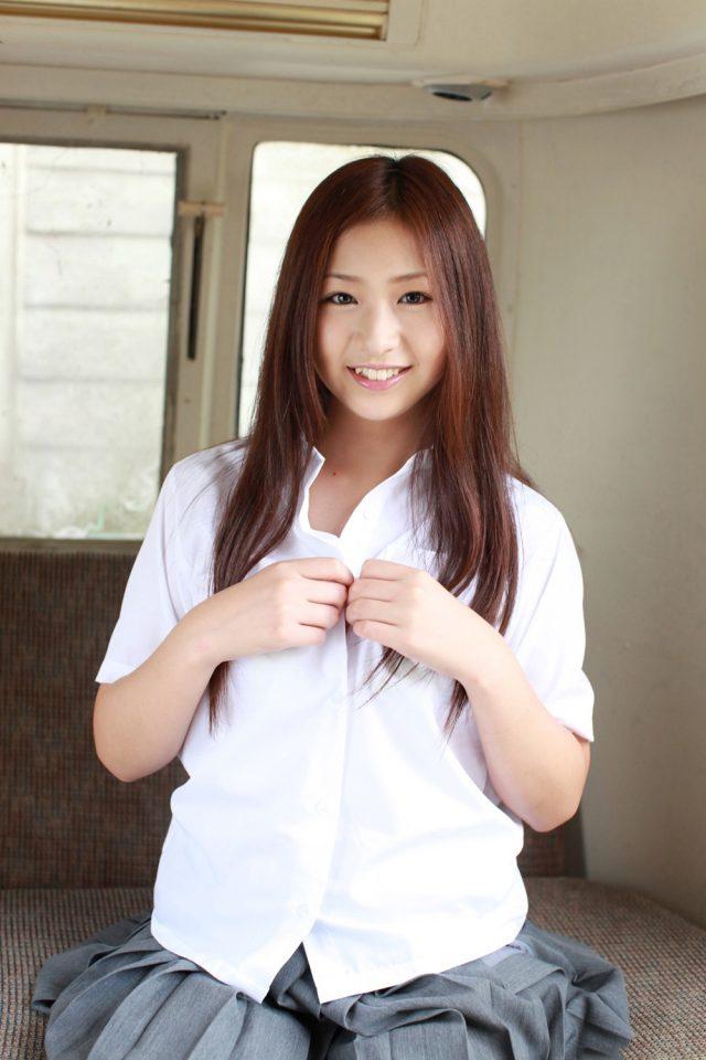 佐山彩香 女子高生の制服コスプレ画像