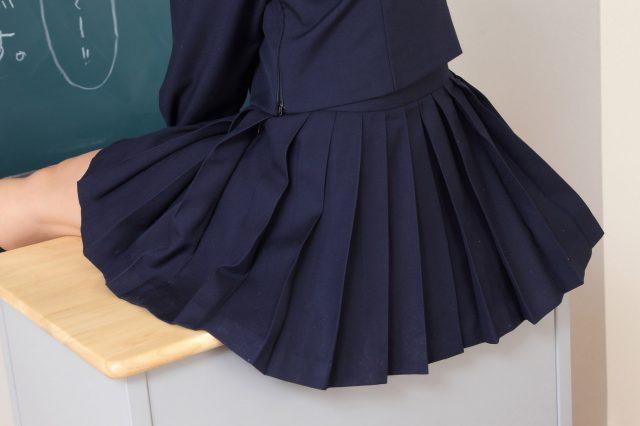安枝瞳 冬服セーラー服のコスプレ画像