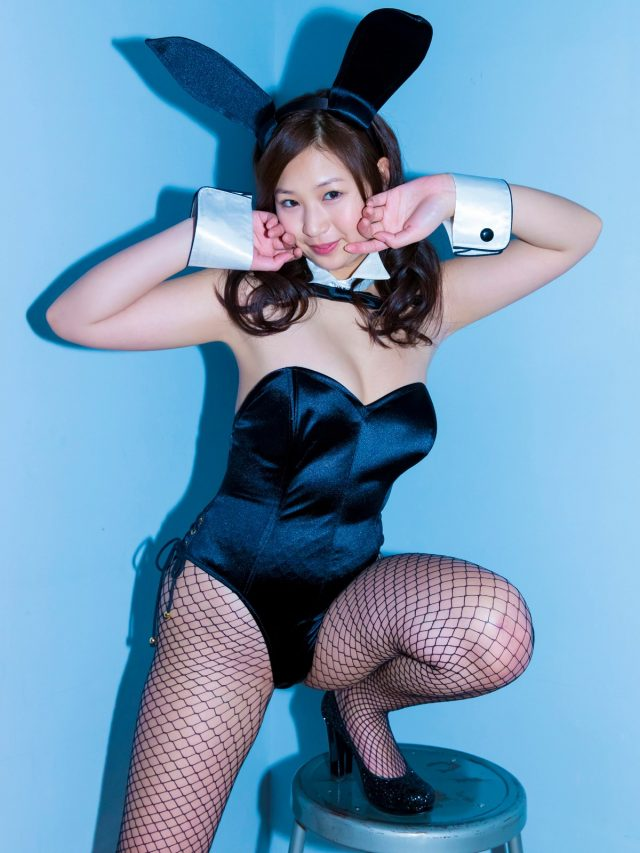 佐山彩香 バニーガールのコスプレ画像