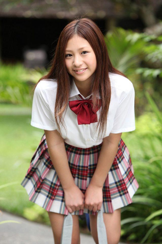 佐山彩香 JK制服のコスプレ画像