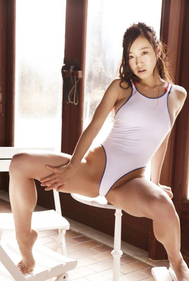 佐々木心音 競泳水着のコスプレ画像