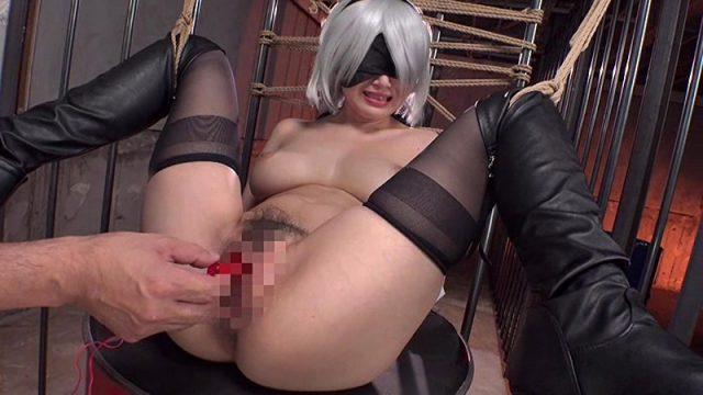 三原ほのか 2Bのコスプレした美少女が緊縛されて2穴性交させられる動画 画像